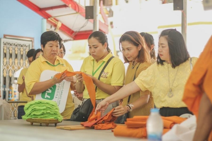 """บริษัท ทีวี ธันเดอร์ จำกัด (มหาชน) ได้จัดทำโครงการ ทำบุญผ้าไตร """"Recycle"""""""